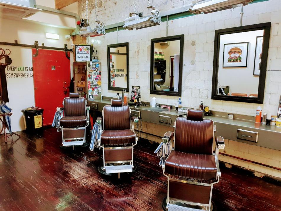 Comment réussir la décoration d'un salon de barbier ? Nos conseils ! - My  salon de coiffure