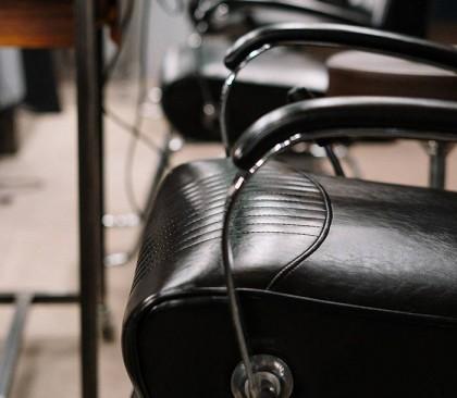 Découvrez la liste d'équipements pour un salon de coiffure homme